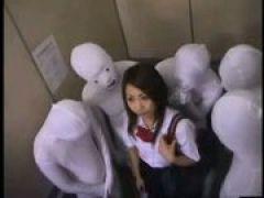 Behaarte Asiagirl beim Gangbang